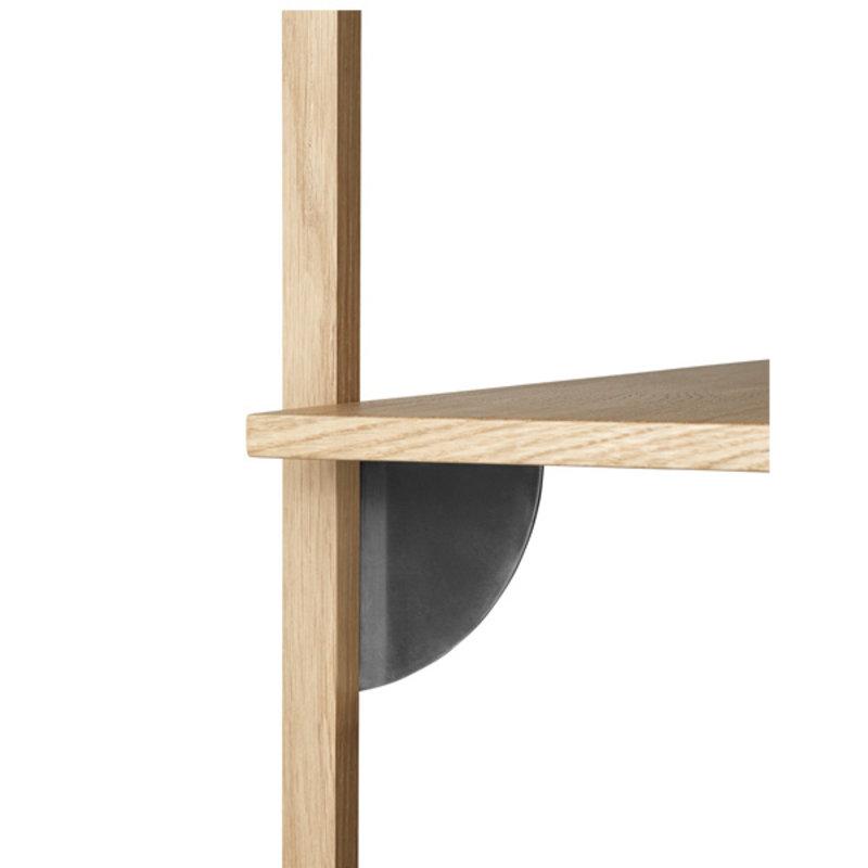 ferm LIVING-collectie Sector Shelf S/W - Oak - Black Brass
