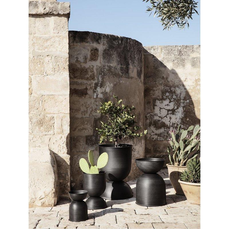 ferm LIVING-collectie Hourglass Pot  zwart 30 cm
