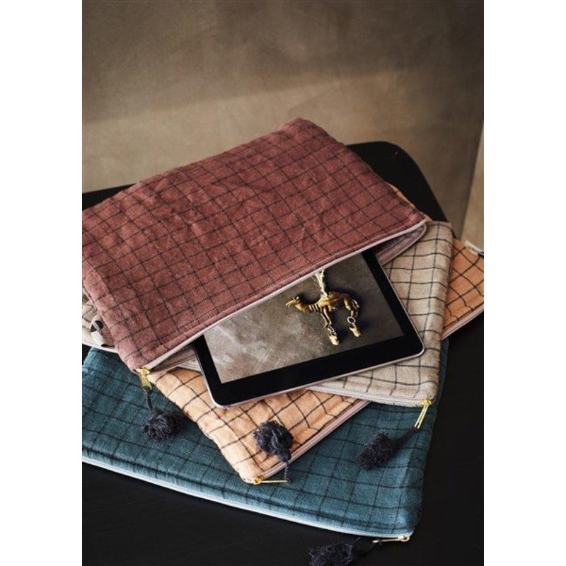 Madam Stoltz-collectie Checked ipad cover w/ tassel