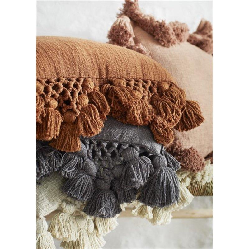Madam Stoltz-collectie Cushion cover w/ tassels - Dark nude