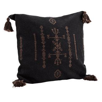 Madam Stoltz Kussenhoesje 50x50 cm geborduurd zwart met kwastjes