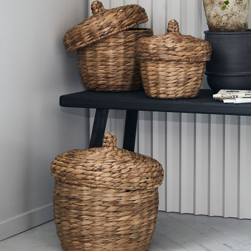 House Doctor-collectie House Doctor  Basket w. lid Aske Natural Set of 3 sizes L: h: 33 cm dia: 33 cm M: h: 29 cm dia: 29 cm S: h: 23 cm dia: 23 cm