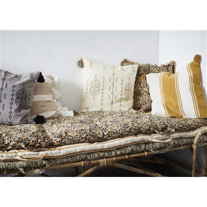 Madam Stoltz-collectie Kussenhoes gestreept zand, offwhite met kwastjes
