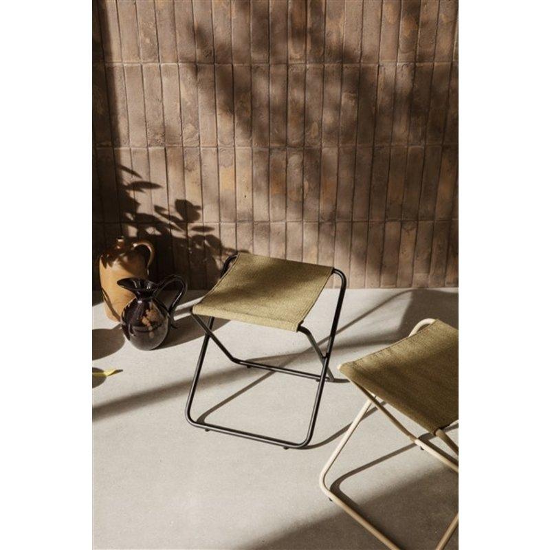 ferm LIVING-collectie Zitkrukje Desert - zwart/olijfgroen