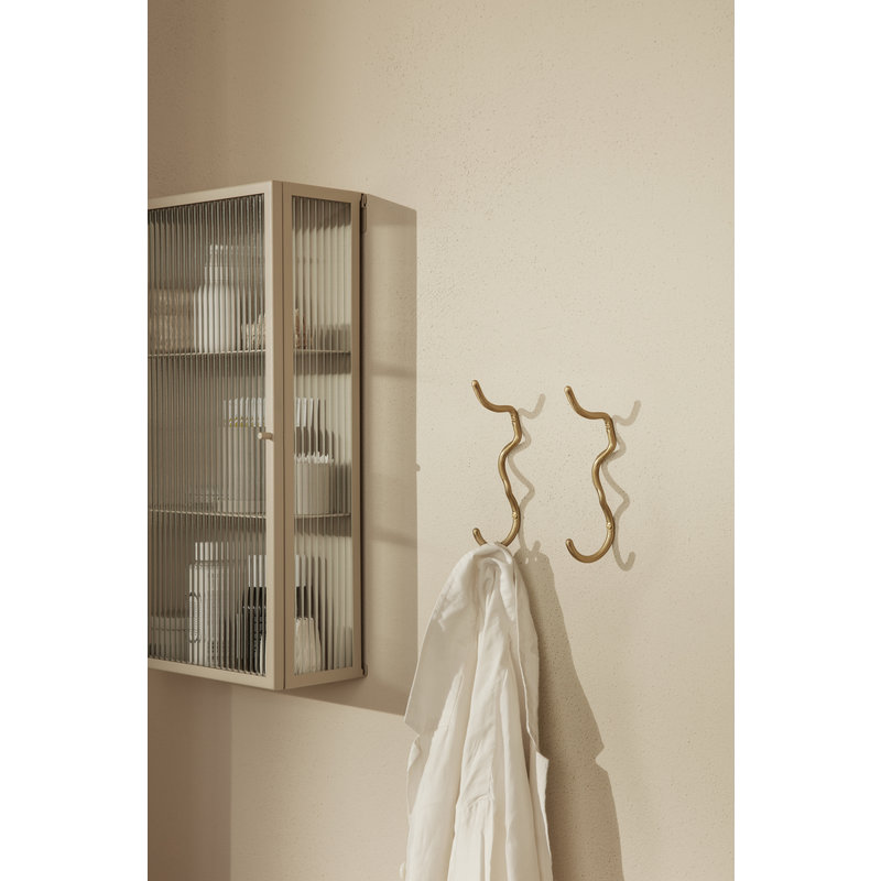 ferm LIVING-collectie Wandkast Haze cashmere gestreept glas