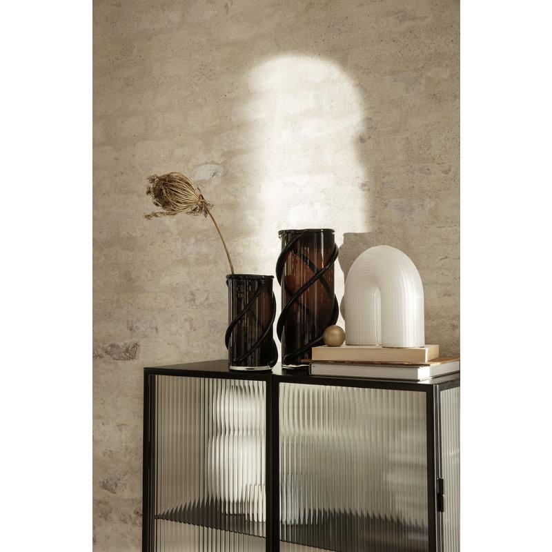 ferm LIVING-collectie Dressoir Haze zwart gestreept glas