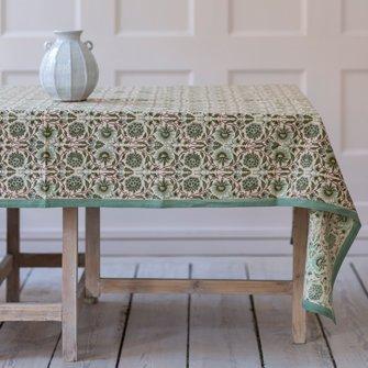 Kleurrijk textiel, zoals kussens en vloerkleden van de nieuwe collectie van Madam Stoltz bij DEENS.NL!