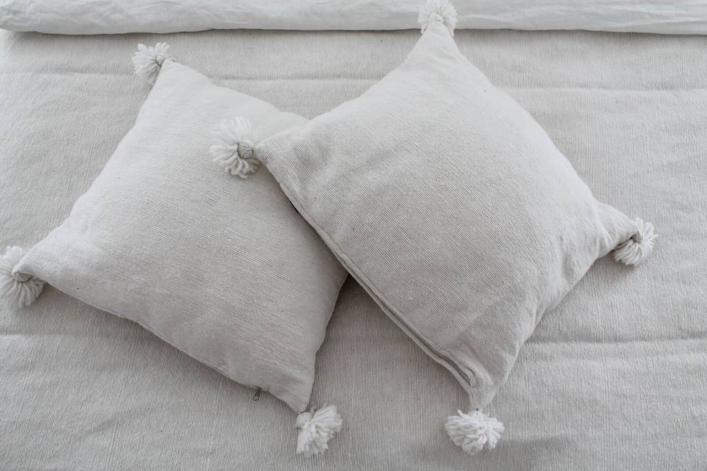Pom pom set (2 pillows and 1 sheet)