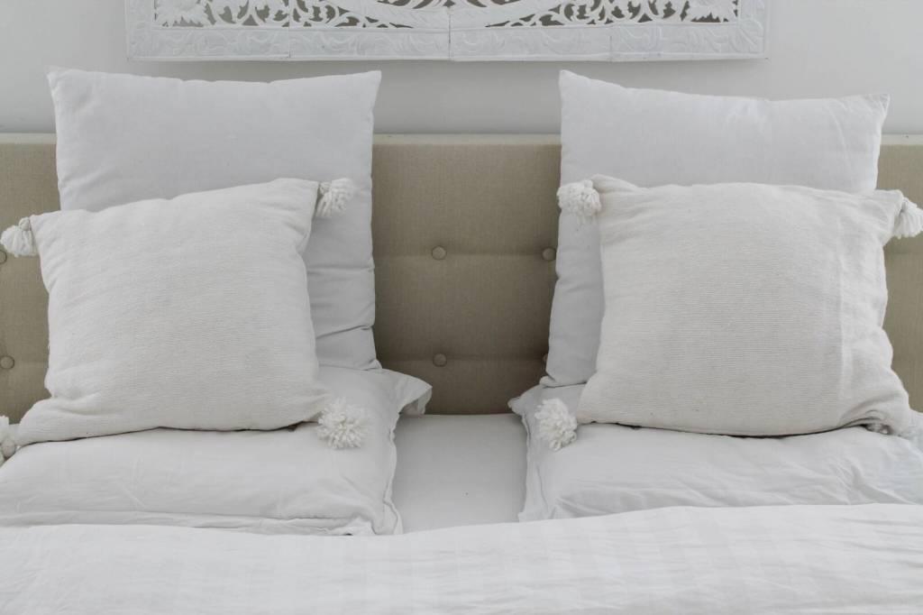 simply pure Pom pom set (2 pillows and 1 sheet)