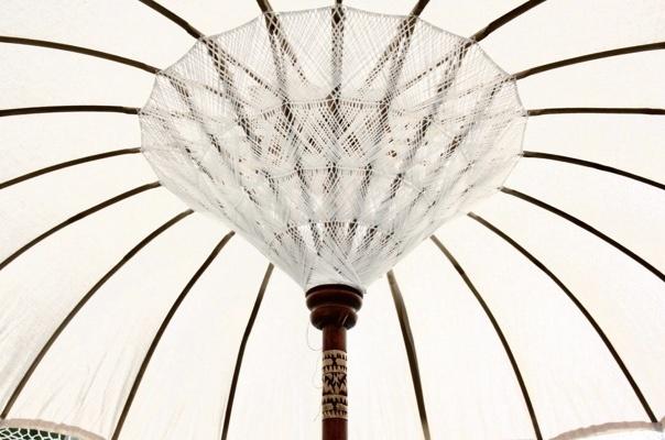 simply pure Handgefertigter Bali Boho Sonnenschirm ( Durchmesser: 2.35 meter) Design BLANCO
