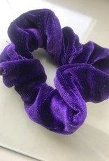 donker paarse scrunchie