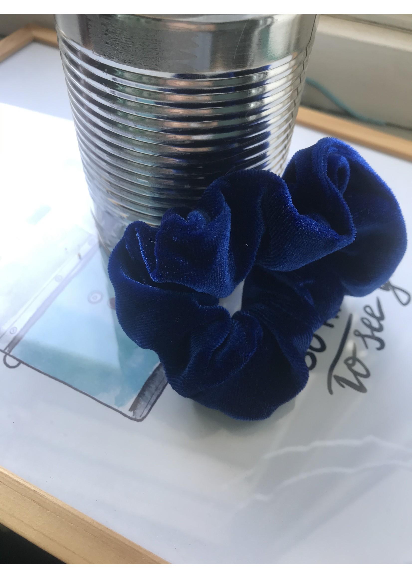 blauwe schrunchie