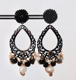Unieke feestelijke oorbel met zwarte clip, zwart hoorn en parel met kristallen 8cm