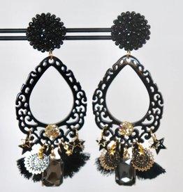 Unieke feestelijke oorbel met zwarte clip, zwart hoorn en zwarte bedels 8cm