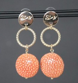 Gouden steker met ring en peach roggenleer hanger 5cm