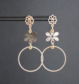 Mat gouden bloemsteker met bloem van schelp en ring 6cm