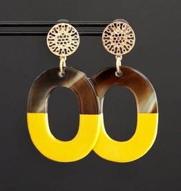 Gouden steker met geel hanger van hoorn 5cm