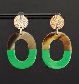 Gouden steker met groen hanger van hoorn 5cm