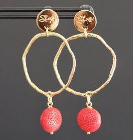 Gouden steker met grillige ring en rood roggenleer 5cm