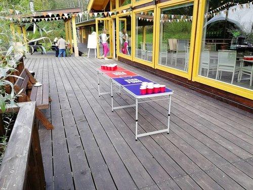 Стол для Beer Pong с отверстиями для стаканов