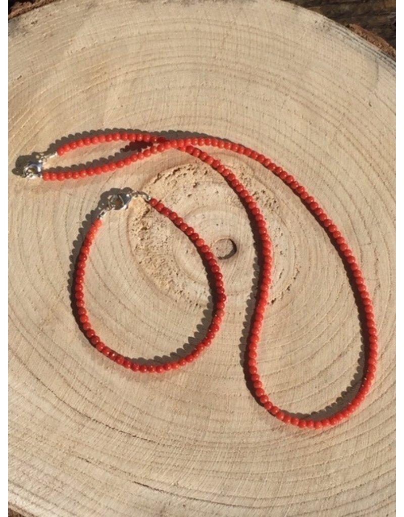bloedkoraal kogel collier met zilver slotje en oogje