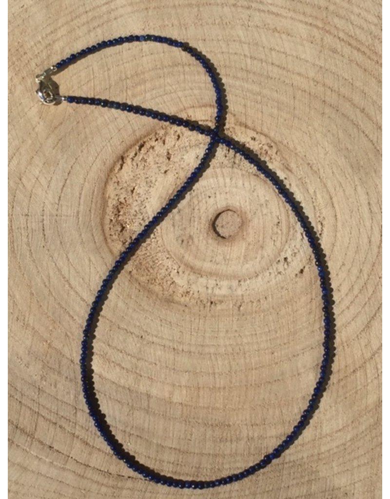 lapis lazuli kogel collier met zilver slotje en oogje