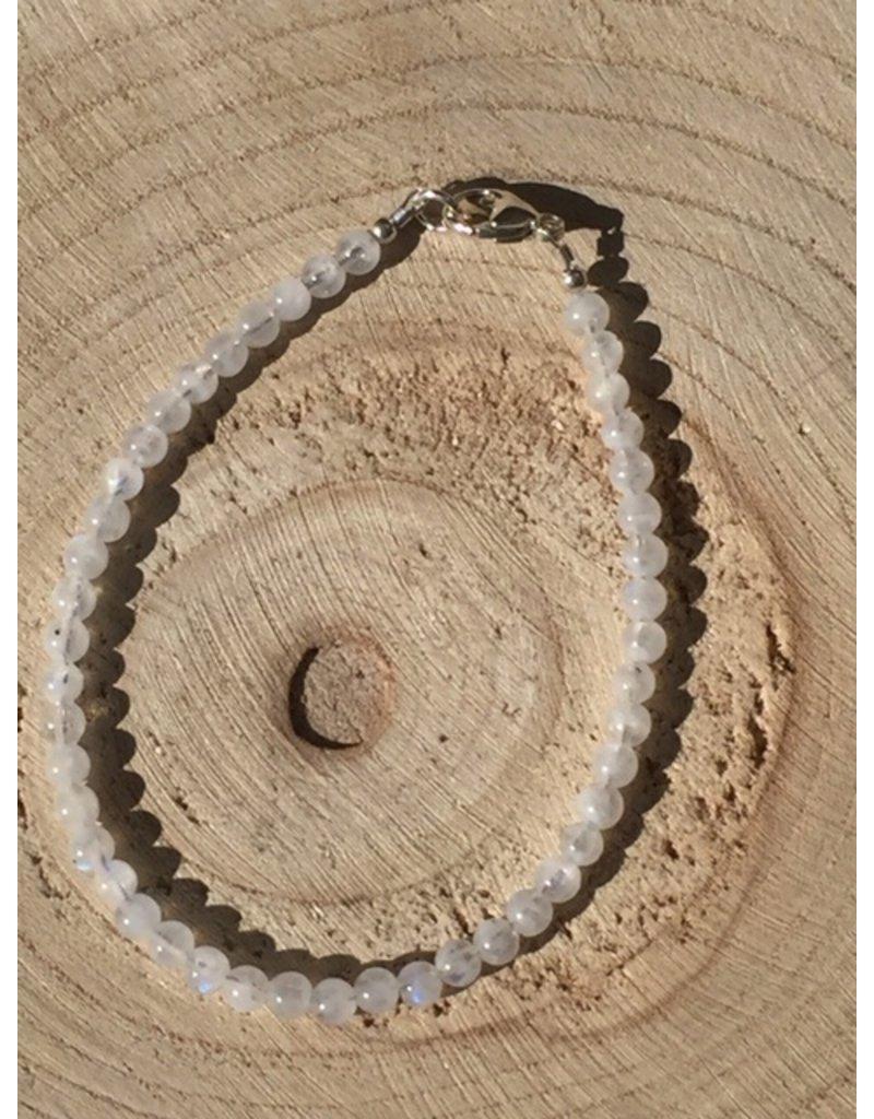 maansteen regenboog armband met zilver slotje en oogje