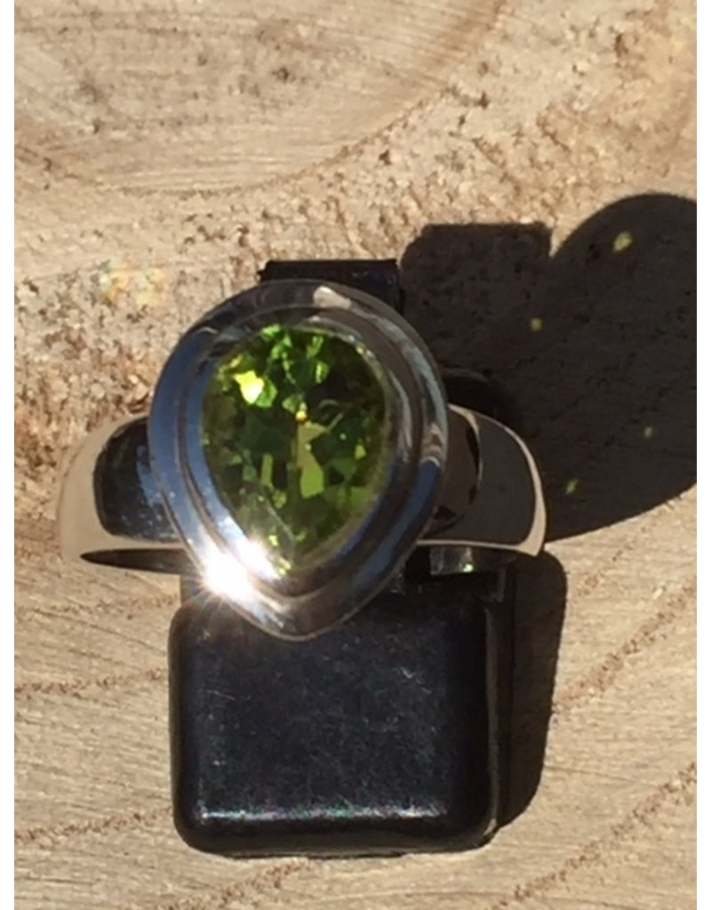 peridot facet ring zilver