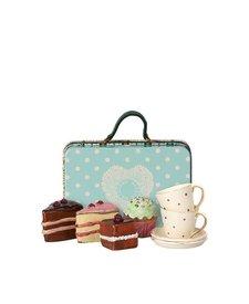 Suitcase Cakes & Tableware