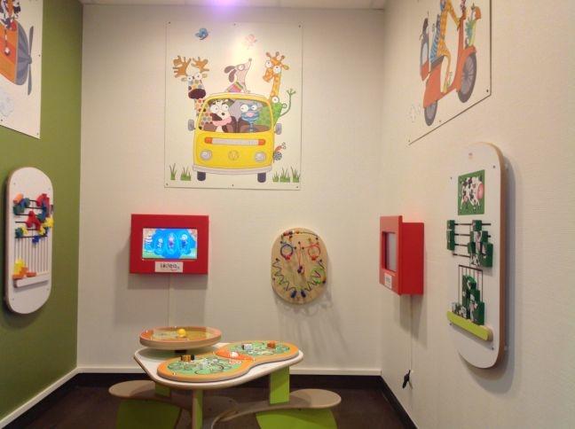 Aménagement salle d'attente ; coin enfant dans la salle d'attente