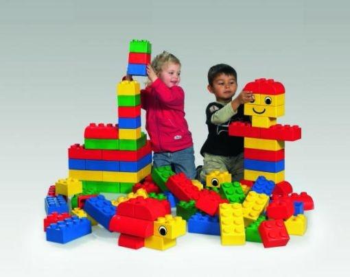 Aménagement garderie ; meubles de jeu et jouets