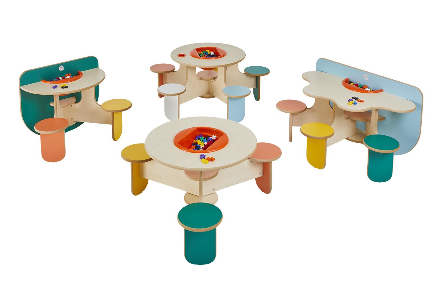 Table D Activite Pour 3 Enfants Bac De Rangement Et Briques
