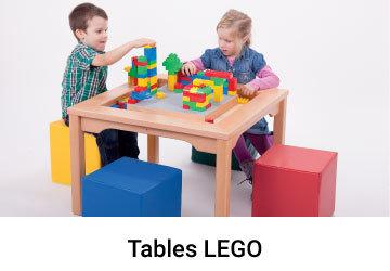 Enfants construient a une table Lego