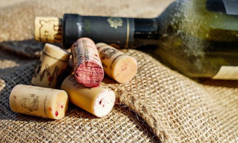 Wijn smaakt naar kurk, hoe komt dat?