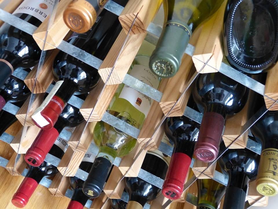 Wat met wijnkurken uit kunststof en schroefdoppen?
