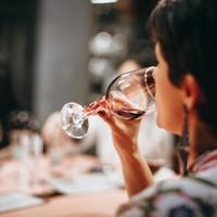 Hoe proef je dat je wijn niet goed is?