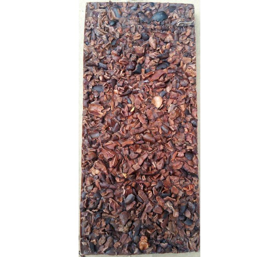 Vegane Milchschokolade mit gerösteten Kakaonibs 48%