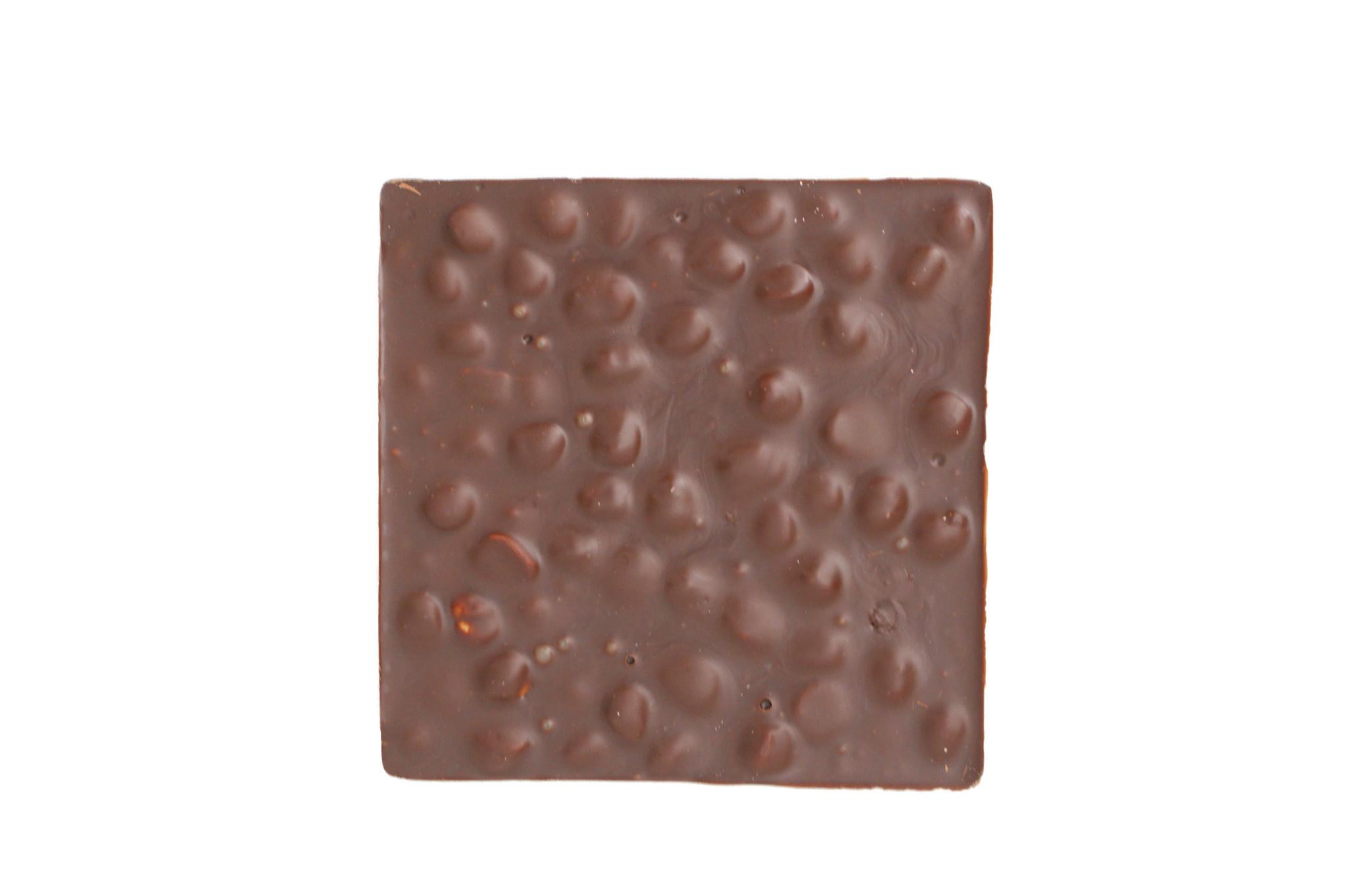 Tablet gevuld met hazelnoten
