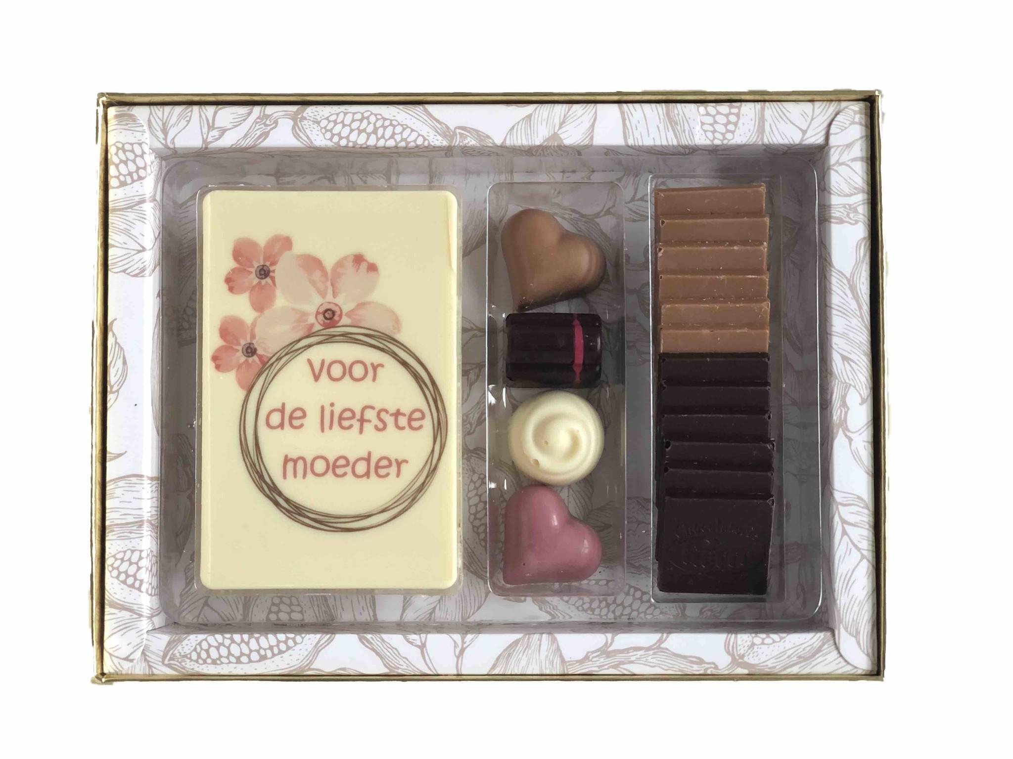Luxe box Royal bonbons, chocolade en napolitains voor Moederdag