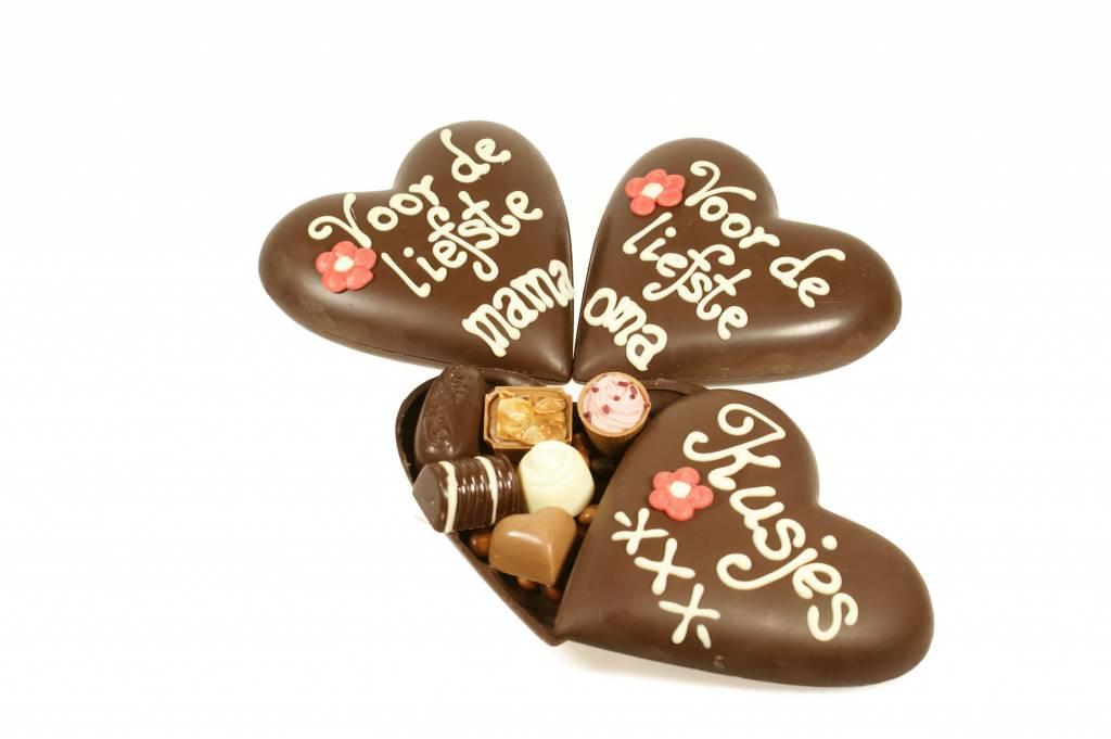 Chocoladehart gevuld met bonbons speciaal voor Moederdag