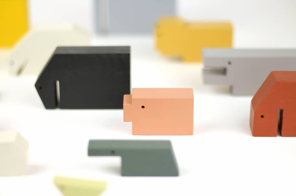 IKONIC Floris Hovers Wooden Animals