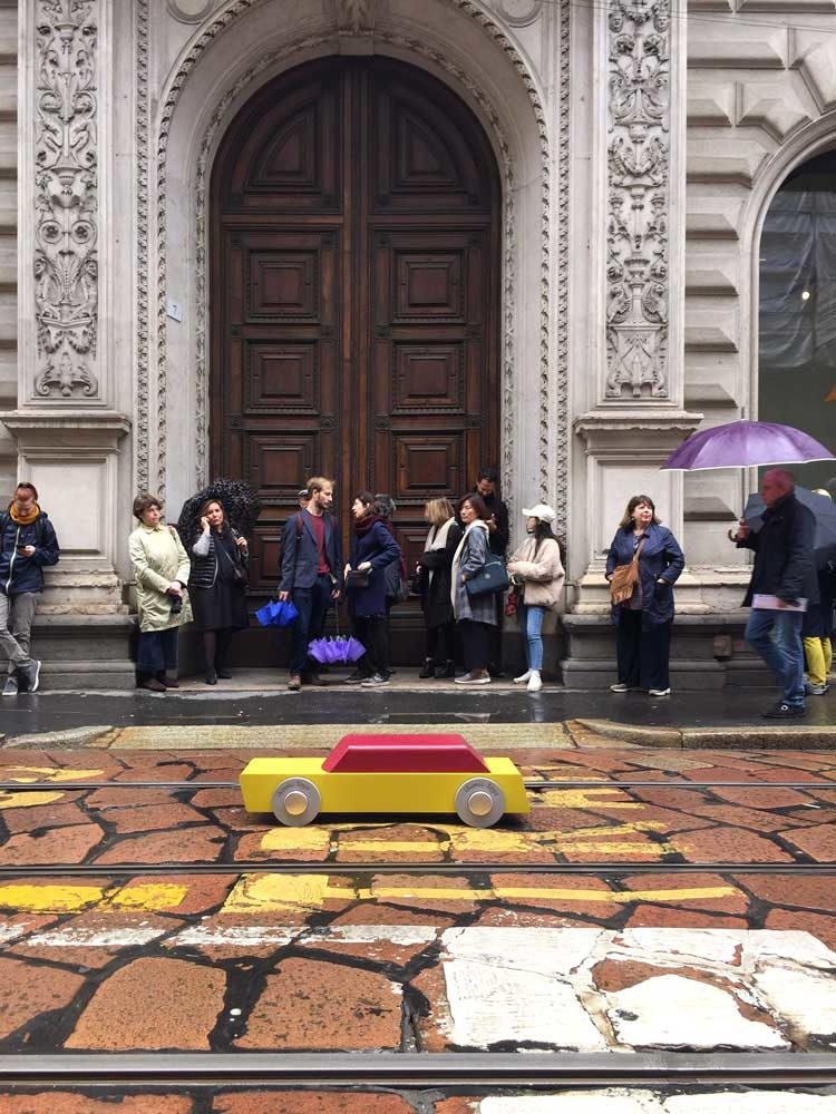 salone del mobile masterly floris hovers XXL car IKONIC