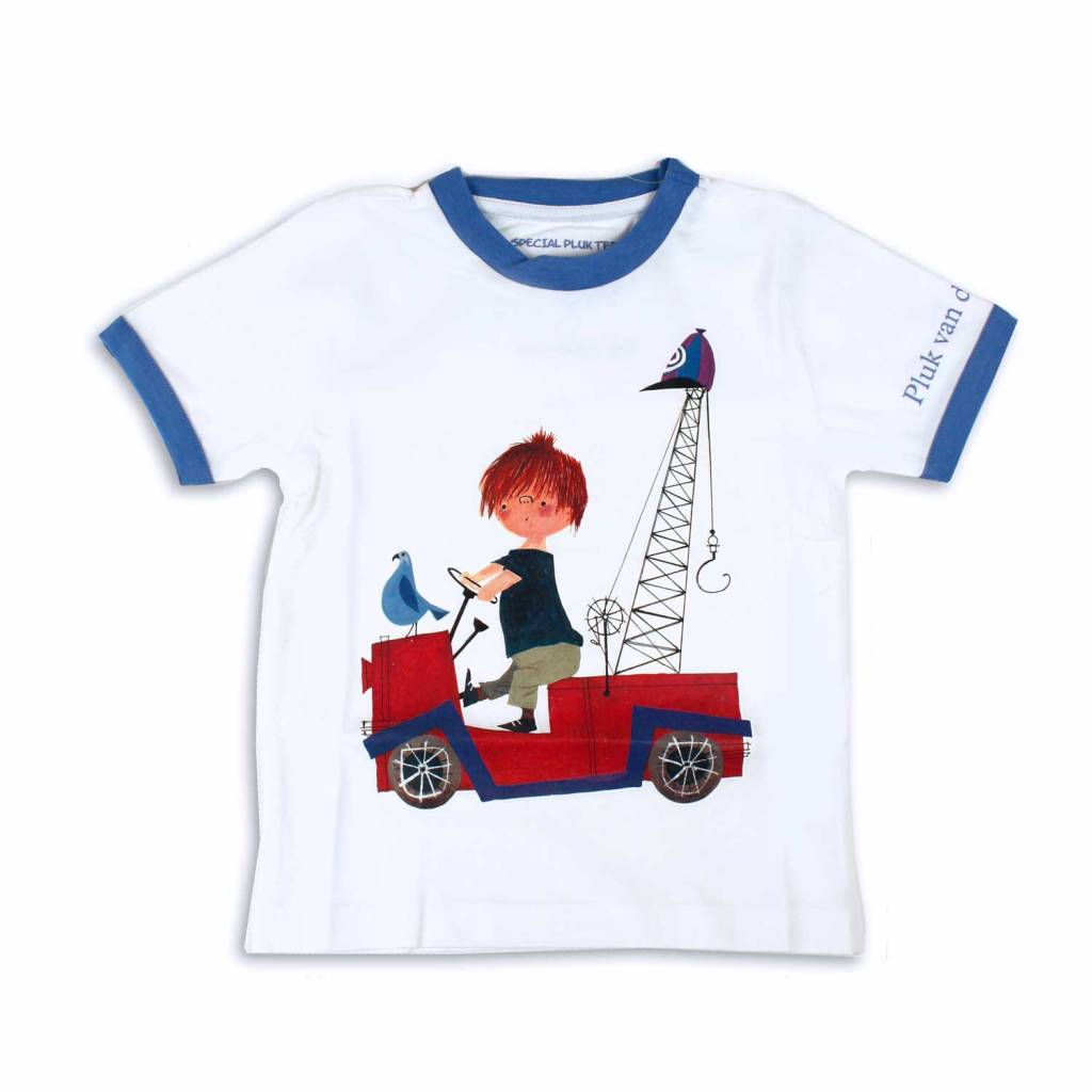 Fiep Amsterdam BV T-Shirt 'De Rode Kraanwagen' van het bekende jongetje Pluk