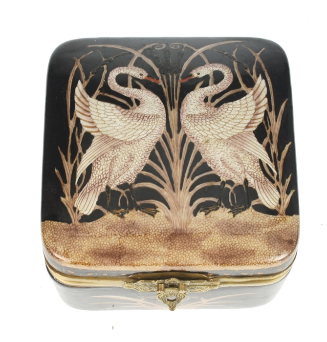 Footed Box Swans - Black / Brown