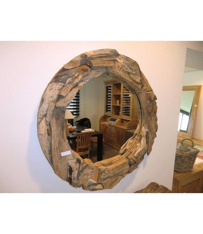 Spiegel mit einer Kante von Chunks aus Wurzelholz.
