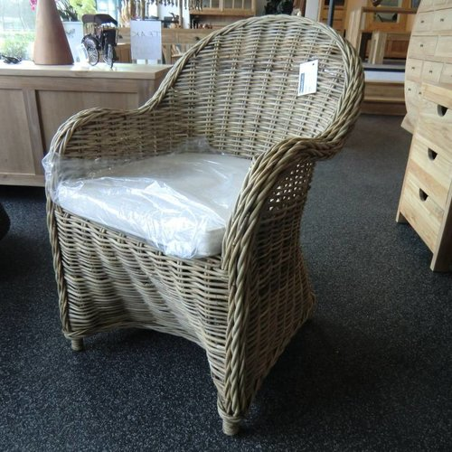 Decomeubel Rattan Chair Kubu Gray with white Cushion