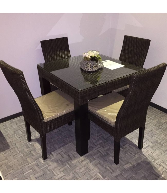 Table with 4 chairs including cushions