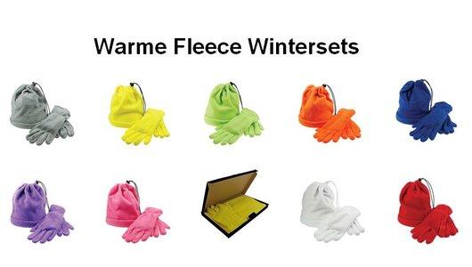 Bij ons kunt u goedkope Fleecesets (sjaal, muts, handschoenen) in geschenkverpakking kopen!