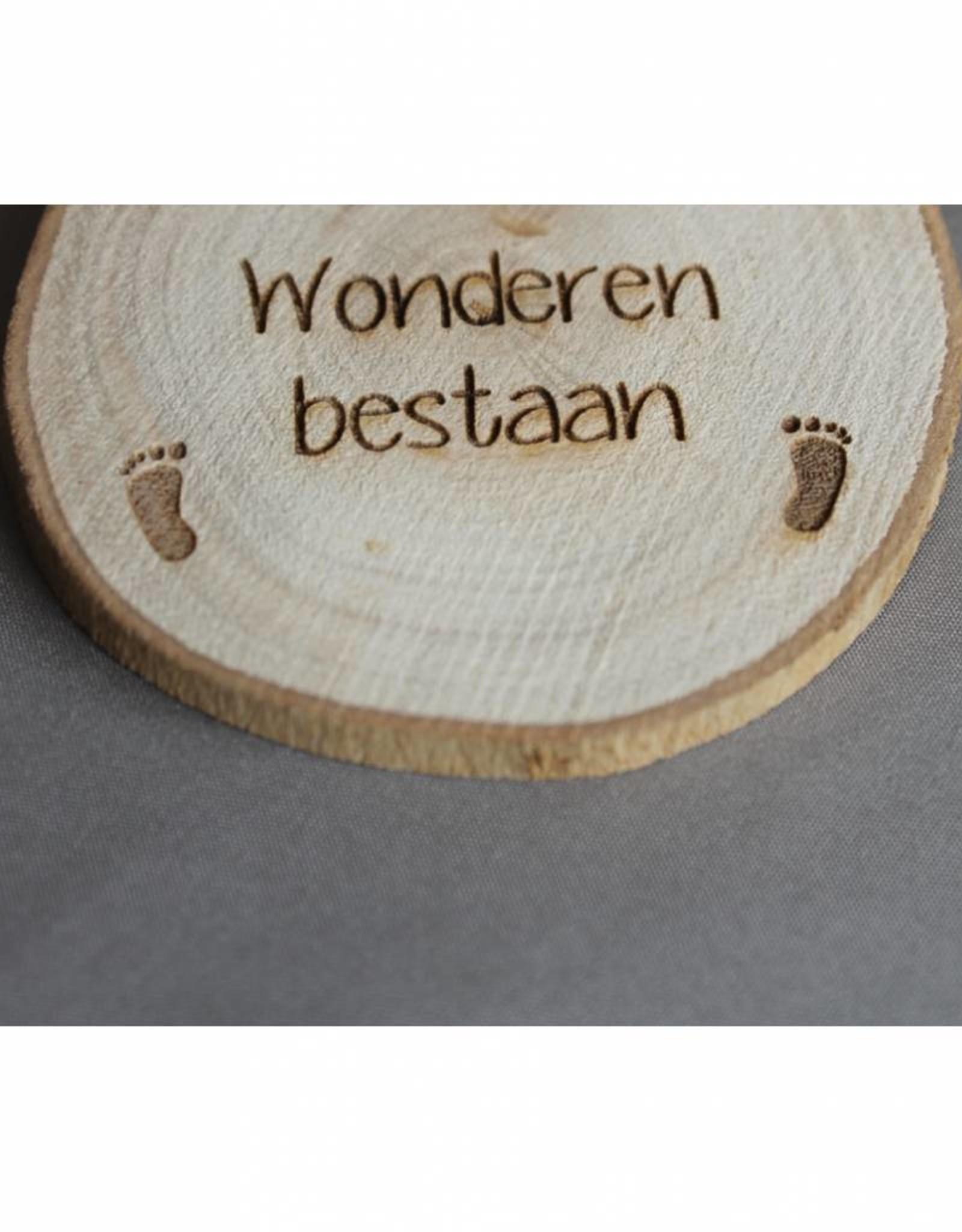"""Houten cadeau-label - """"Wonderen bestaan"""""""