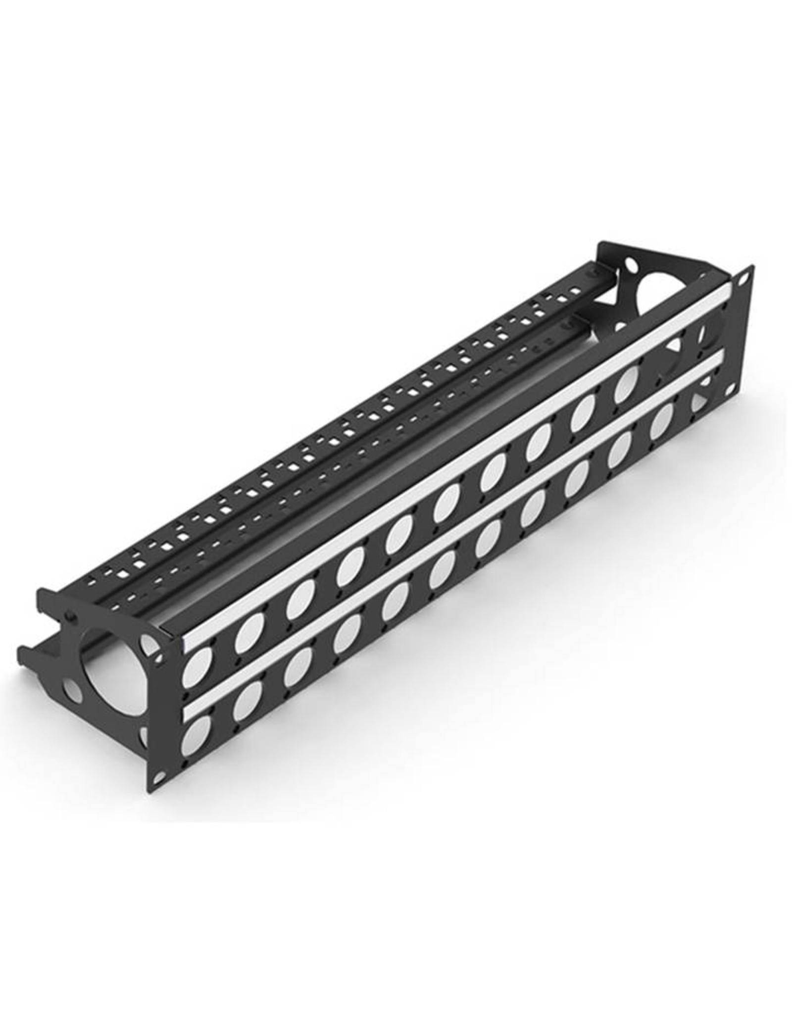 Penn Elcom Penn Elcom frontplaat, 32 gaten Neutrik D, voor MDLX-serie, staal, 2 HE, met kabelsupport